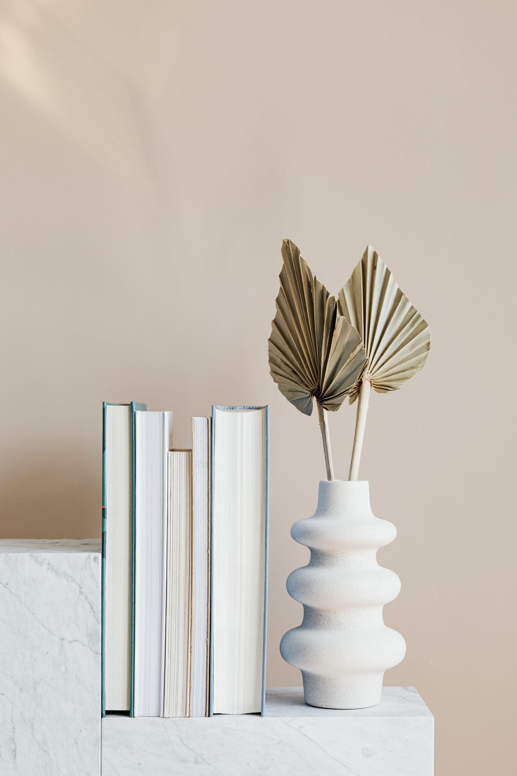 Lampe et livres